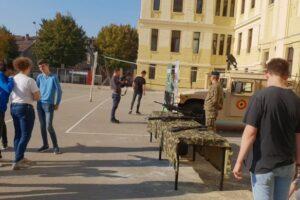 elevii-de-la-colegiul-papiu-s-au-intalnit-cu-militarii-mureseni