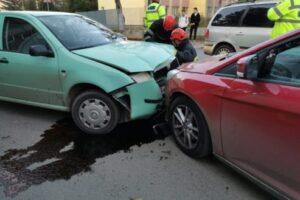 patru-persoane-implicate-intr-un-accident-pe-str.-parangului
