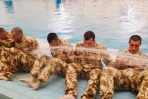 """foto:-militari-ai-fortelor-pentru-operatii-speciale,-test-de-supravietuire-in-bazinul-de-la-""""weekend""""!"""