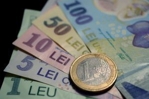 leul-a-atins-minimul-istoric-in-raport-cu-euro