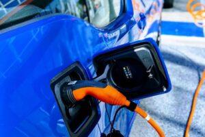 statie-de-incarcare-a-masinilor-electrice,-realizata-pe-domeniul-public,-in-premiera,-de-o-companie-private-la-brasov