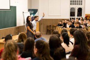 "mihaela-ghica-si-ovidiu-oltean,-oaspetii-seminarului-""speak-to-lead"""