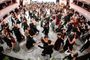 foto video visul unei seri de bal balul palatului la al treilea sunet de gong