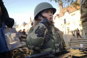 micul soldat adrian la targu mures in acest an de ziua nationala