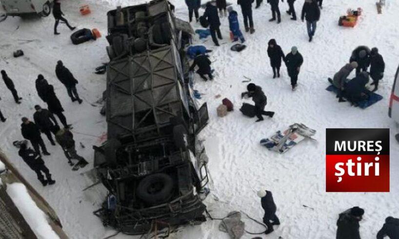 azi clipe de cosmar 19 morti dupa ce un autobuz a cazut de pe un pod in siberia rip