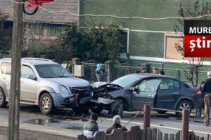 azi impactul dintre doua masini a paralizat circulatia pe dn15 tirgu mures iernut