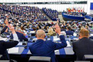 parlamentul european a adoptat cu larga majoritate rezolutia privind comemorarea a 30 de ani de la revolutia din decembrie 1989