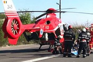 accident grav in eremitu elicopter smurd chemat la locul interventiei