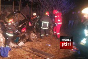 atentie accident grav cu victime incarcerate in urma impactului dintre doua masini pe dn15e