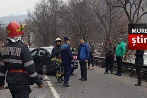 acum accident cu 5 victime in urma impactului dintre 3 autovehicule pe dn15 la rastolita foto