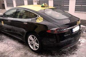 foto-inedit.-primul-taxi-din-mures-pe-masina-tesla-model-s!