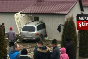 foto o soferita de 18 ani s a infipt cu masina in peretele unei case pe dn 17d bn