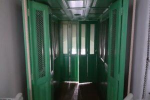 lifturile-manuale-de-la-spitalul-sighisoara,-unicat-in-romania,-vor-fi-dezafectate