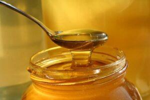copiii din fagaras vor primi lunar 350 grame de miere achizitionata cu banii primariei