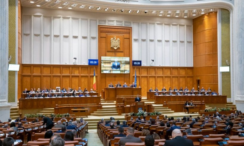 motiunea de cenzura este prezentata in plenul parlamentului