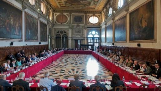 uniunea consiliilor judetene afirma ca guvernul pune in pericol protectia copiilor batranilor si a persoanelor cu handicap