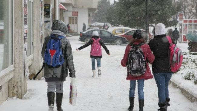 o scoala din judetul brasov a fost inchisa astazi din cauza vremii nefavorabile