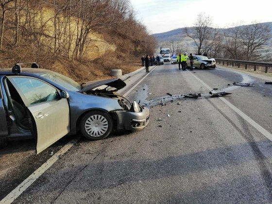 sase persoane ranite intr un accident in apropiere de localitatea rusi