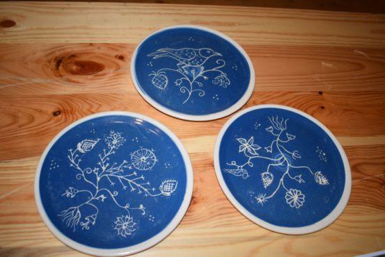 ceramica albastra de saschiz la casa de parfumuri fragonard din franta