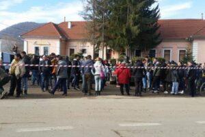 protest-in-fata-primariei-apold-fata-de-starea-drumurilor-comunale-spre-satele-daia-si-vulcan