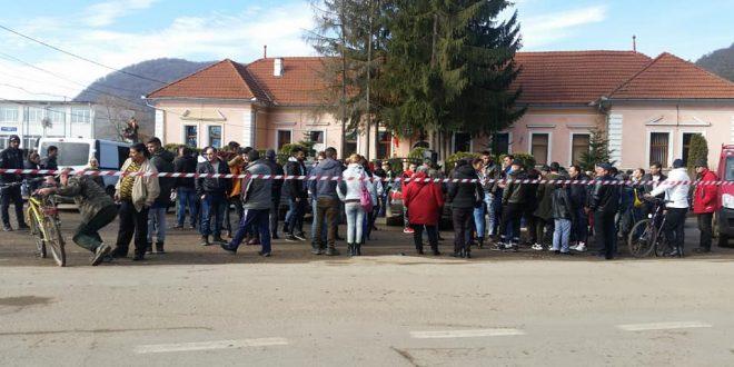 protest in fata primariei apold fata de starea drumurilor comunale spre satele daia si vulcan