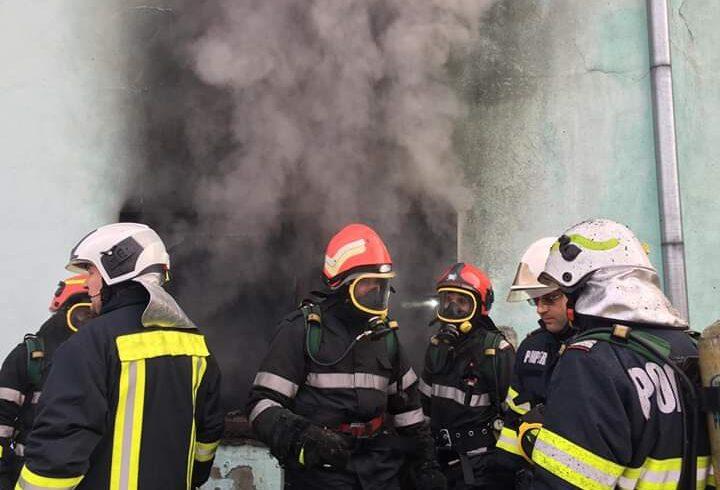 25 de persoane evacuate dintr un bloc din sfantu gheorghe