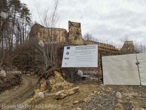 restaurarea cetatii taranesti de secol xiv din saschiz intarziata din cauza lipsei fortei de munca
