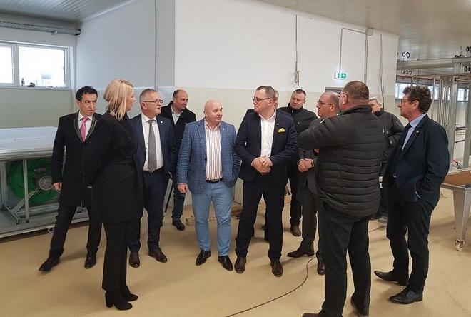 foto ministrul agriculturii vizita la fabrica mirdatod