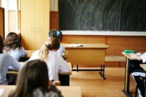 132-de-elevi-brasoveni-au-cursurile-suspendate,-din-cauza-vremii-nefavorabile