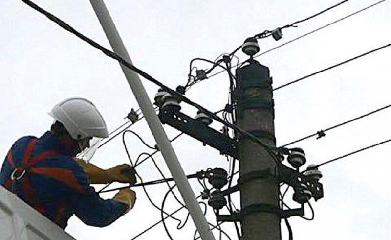 doi muncitori care lucrau la stanceni au ajuns la spitalul din toplita dupa ce au fost electrocutati