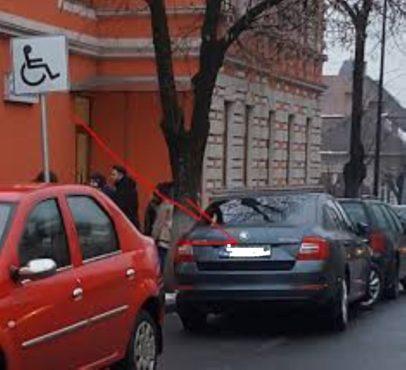 persoane din oras certate cu bunul simt parcheaza pe locurile rezervate