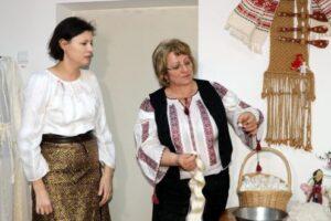foto incursiune in arta borangicului la muzeul etnografic anton badea
