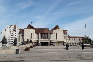 teatrul national targu mures isi suspenda temporar activitatea