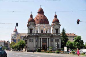 astazi la ora 1200 vor suna toate clopotele bisericilor din romania pentru stoparea pandemiei