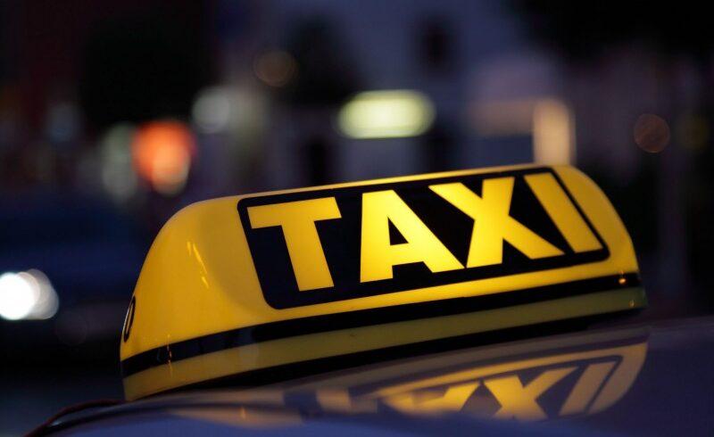 transport-gratuit-cu-taxi-ul-pentru-cei-care-aprovizioneaza-varstnicii