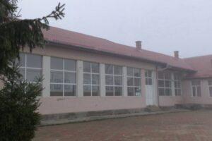 scoala-din-gheja,-in-domeniul-public