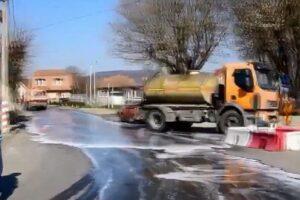 video:-strazi-din-targu-mures,-spalate-si-dezinfectate