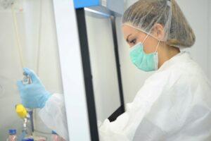 mai-multe-firme-se-reprofileaza-pe-materiale-de-combaterea-coronavirusului