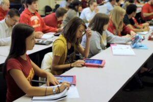 guvernul-va-utiliza-fondul-de-rezerva-pentru-achizitia-de-tablete-pentru-elevi