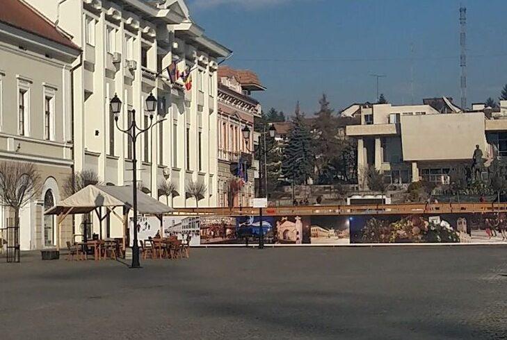 primaria-sfantu-gheorghe-reia-lucrarile-in-piata-libertatii,-suspendate-in-urma-cu-peste-doi-ani