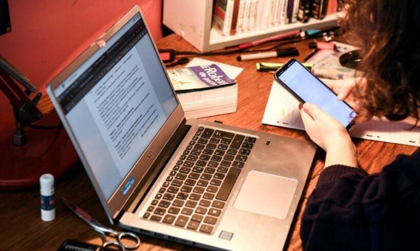 jumatate-dintre-angajatii-care-au-copii-si-lucreaza-de-acasa,-spun-ca-le-este-greu-sa-isi-organizeze-eficient-activitatea