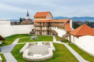 cetatea-cavalerilor-teutoni-de-la-feldioara-isi-redeschide-portile-pentru-vizitatori,-de-la-1-iunie