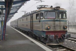 cfr-calatori-repune-in-circulatie,-de-luni,-trenuri-suspendate