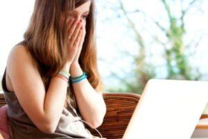 perioada-de-carantina-s-a-incheiat,-scoala-online-continua-–-ce-categorii-de-parinti-sunt-cele-mai-afectate-de-mutarea-in-online