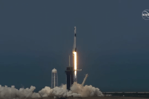 moment-istoric:-prima-racheta-cu-astronauti-lansata-de-o-firma-privata