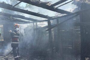 o-femeie-a-suferit-arsuri-in-urma-unui-incendiu-la-un-garaj-din-tarnaveni