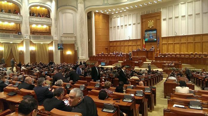 camera-deputatilor-va-decide-daca-va-abilita-guvernul-sa-emita-ordonante-pe-perioada-vacantei-parlamentare
