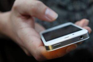 cercetat-pentru-furt-de-telefon-mobil