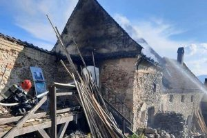 un-incendiu-a-fost-semnalat-ieri-la-cetatea-rasnov