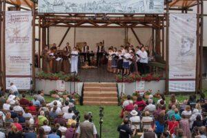 festivalul-de-muzica-veche-din-miercurea-ciuc-se-desfasoara-cu-participarea-muzicienilor-locali